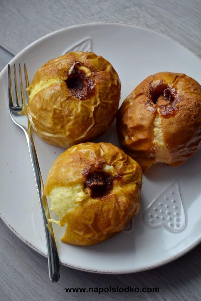 Pieczone jabłka z dżemem i cynamonem