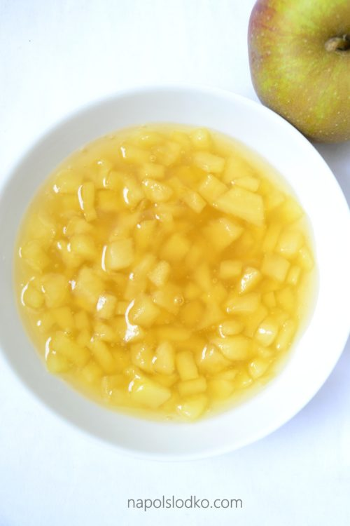 Domowy kisiel jabłkowy z kawałkami owoców bez dodatku cukru