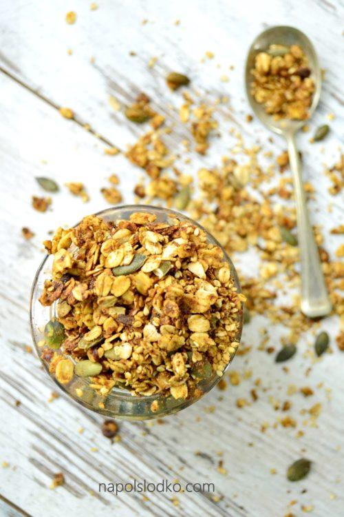 Dyniowa granola bez cukru