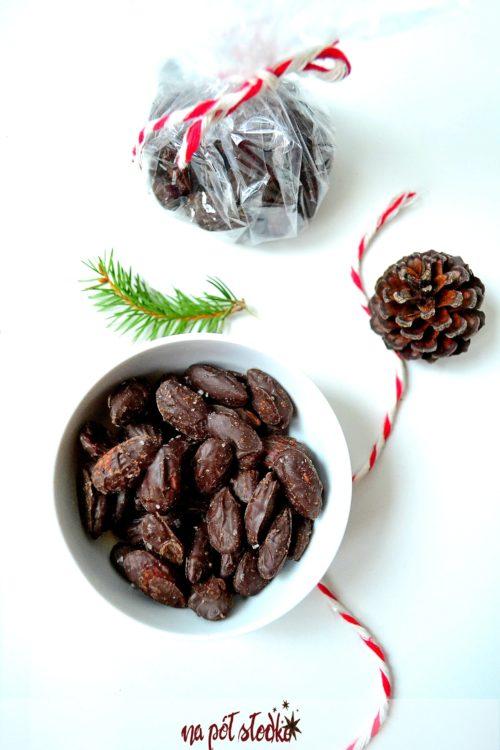 Jadalne prezenty bez cukru. Migdały w czekoladzie z solą