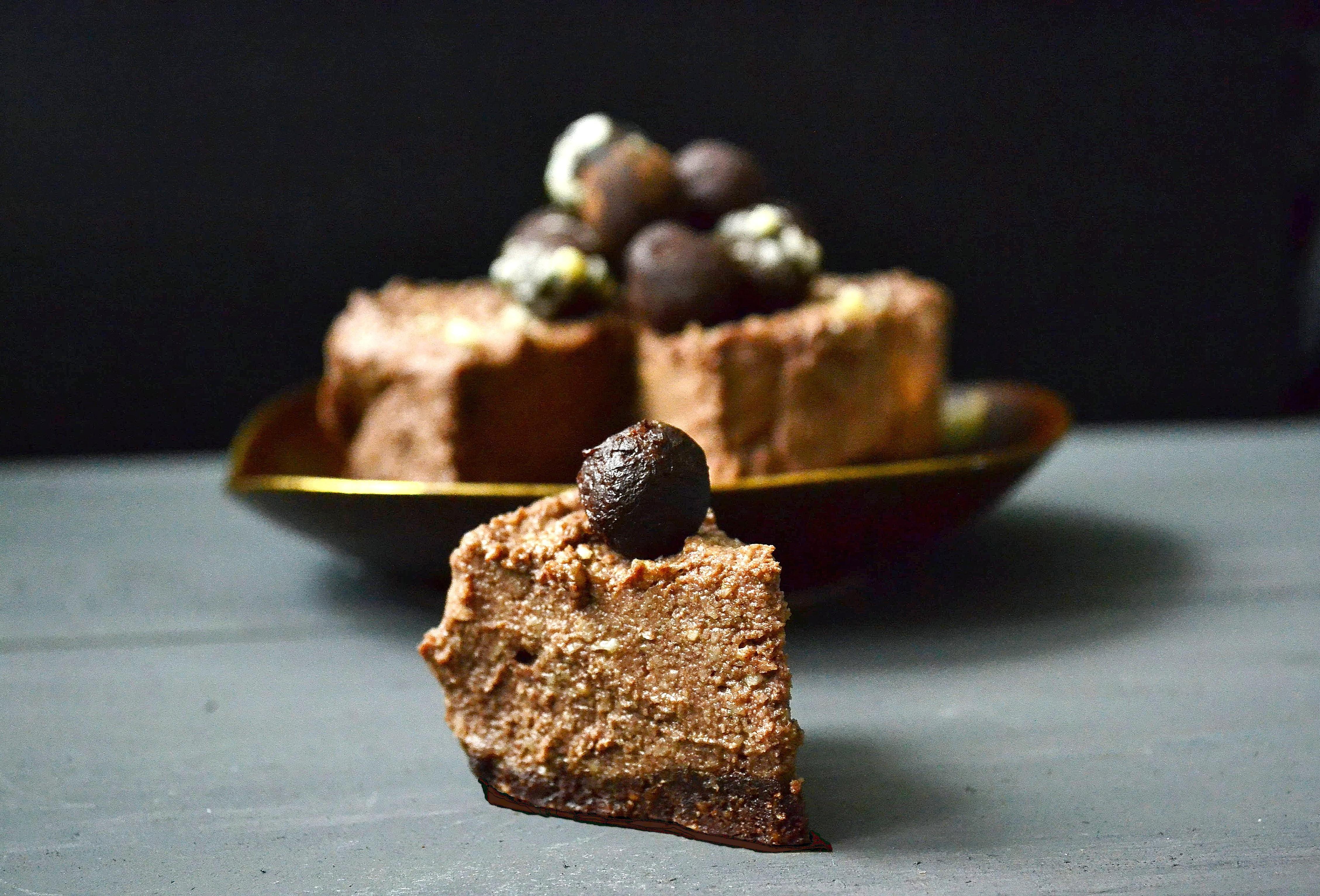 Wegański czekoladowy sernik z truflami