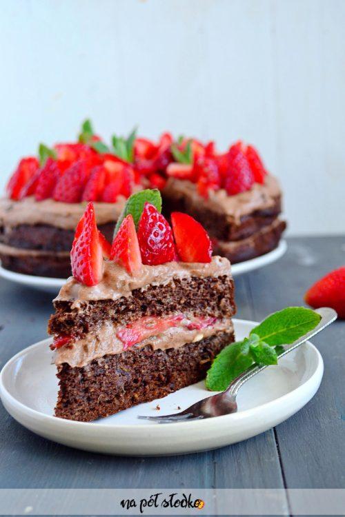 Bezmączne ciasto z kremem czekoladowym i truskawkami (bez glutenu, bez mleka, bez cukru)