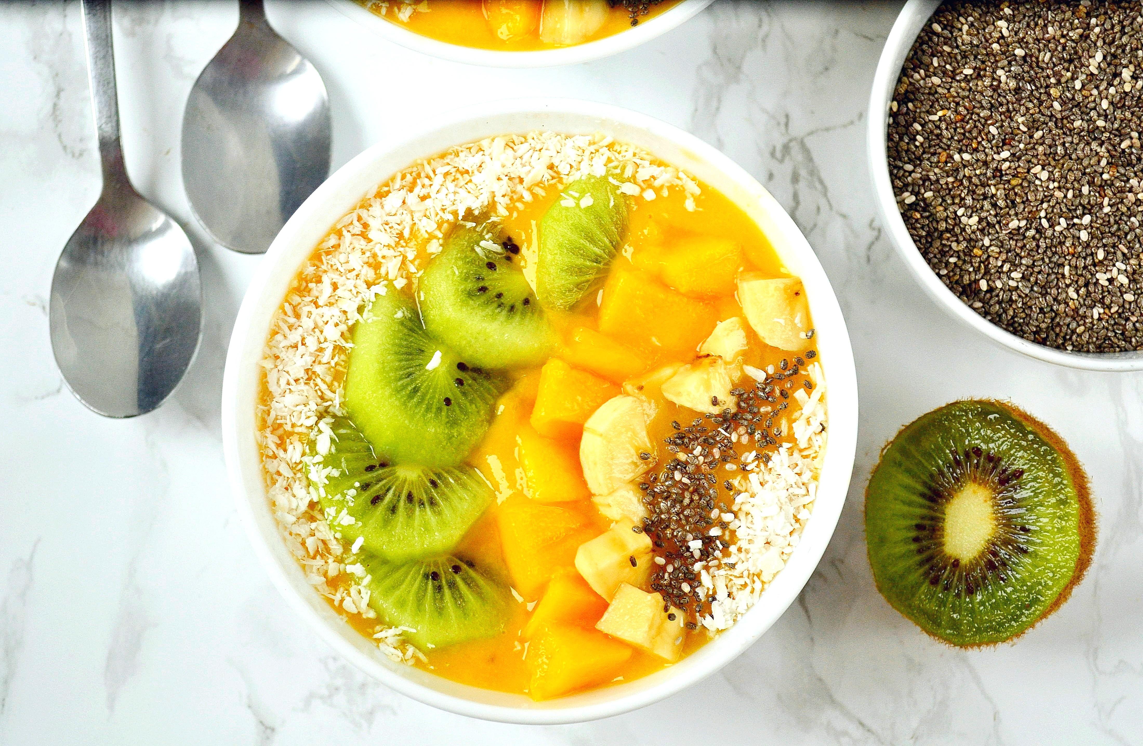 Koktajl chia z mango i kurkumąKoktajl chia z mango i kurkumą