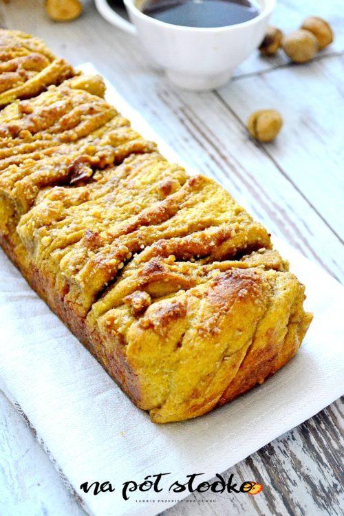 Drożdżowe ciasto z orzechami do odrywania (bez cukru, wegańskie)