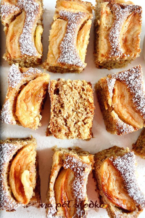 Wegańskie ciasto migdałowe z jabłkami i cynamonem bz cukru logo