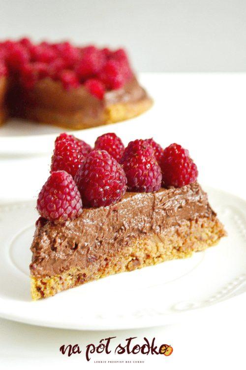 Wegański torcik z kremem czekoladowym i malinami (bez cukru)