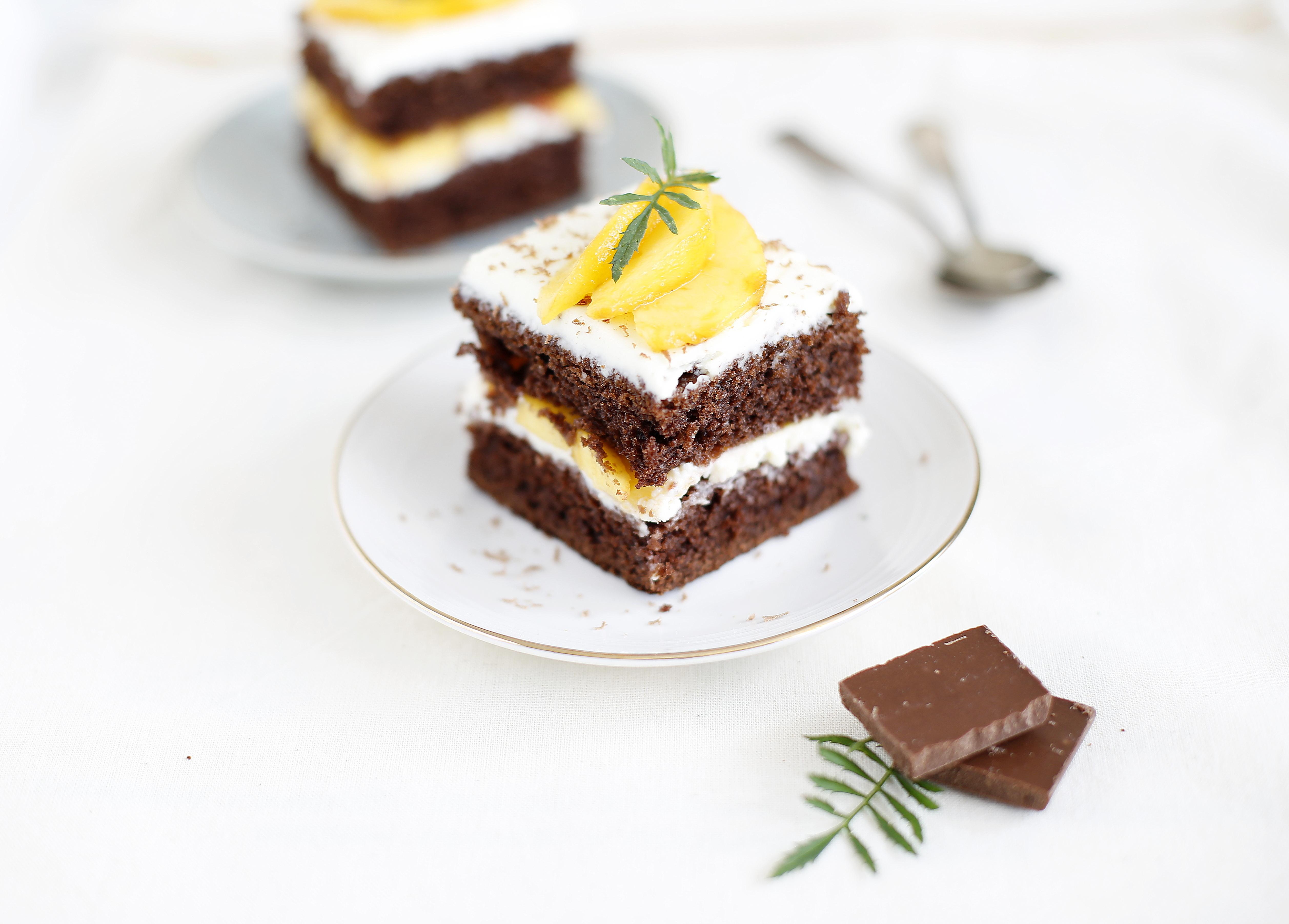 Ciasto czekoladowe z mascarpone i brzoskwiniami